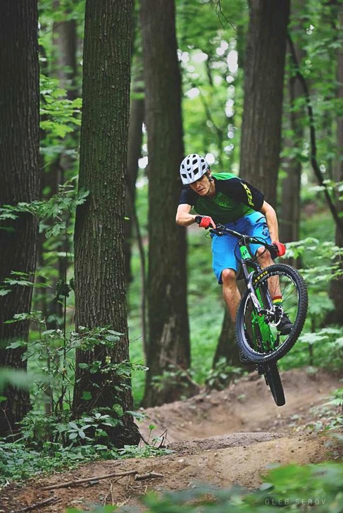Transition Bikes in midair!-002.jpg