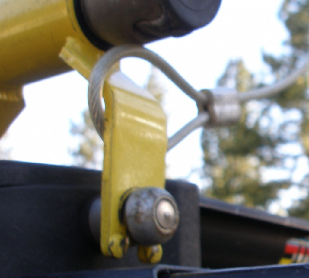 Locking a bike with a 15mm TA-005.jpg