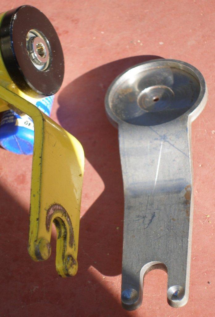 Locking a bike with a 15mm TA-009.jpg