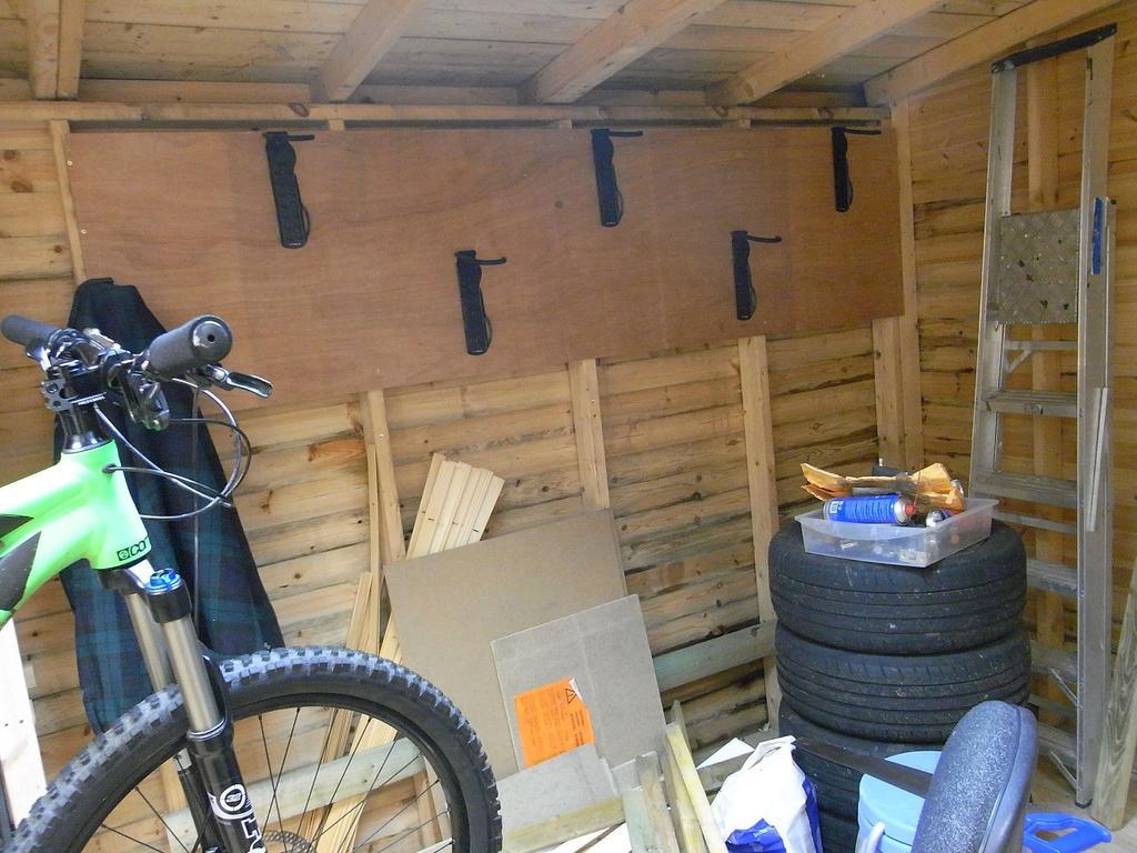 Lining bikes up in garage-017.jpg