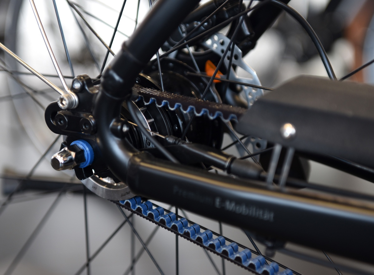 Germany's Cycle Union is the one of the first companies to use the new generation of belt drives from Continental, and has included them in its e-bikes. In these drives, a stepless automatic NuVinci transmission has been integrated into the electric motor.