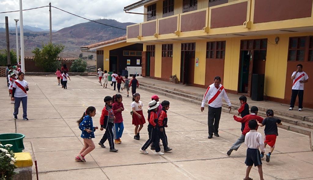 Biking in Peru-07maras-schooldsc06457.jpg