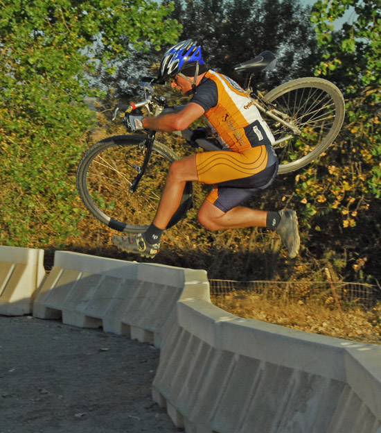 NorCal: Sac CX Series starts tomorrow (9/24)-082907345cxjump.jpg