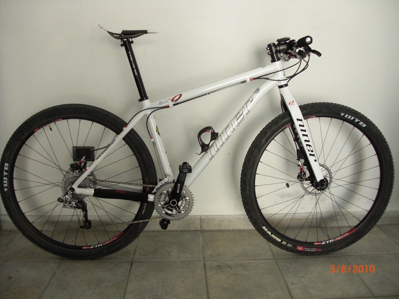High Res picture of the Niner MCR in moondust grey-1-air9-white.jpg