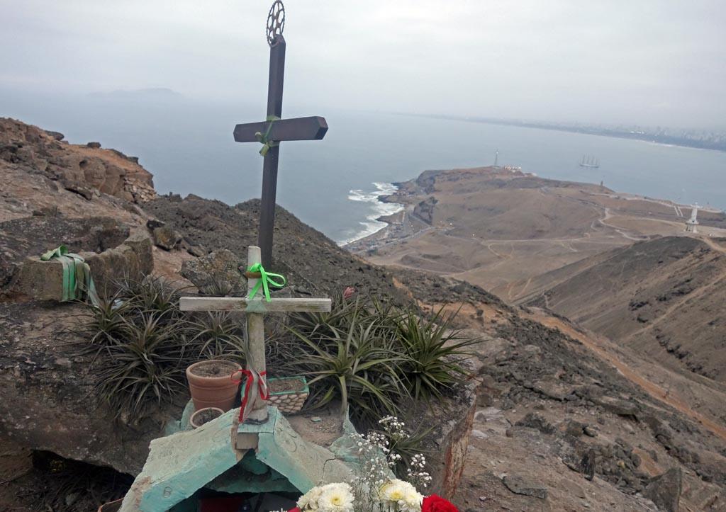 Biking in Peru-10-cross-morrodsc00346.jpg