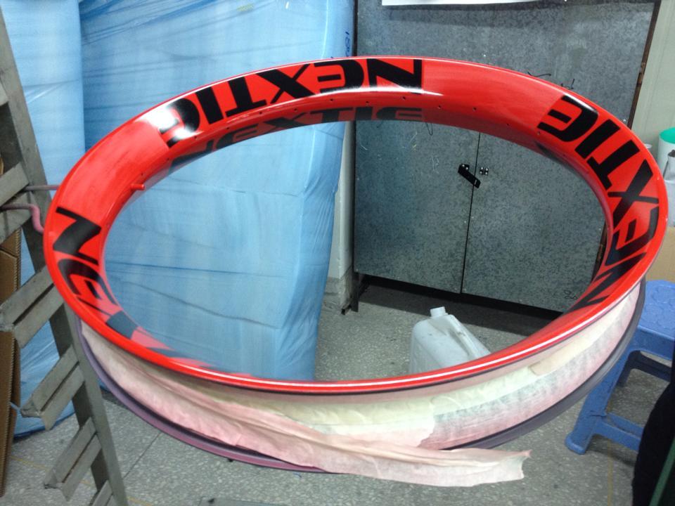 Nextie-Bike carbon rims-10250146_1506095799610636_8717319369476539635_n.jpg
