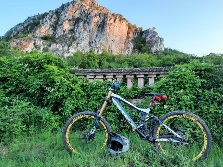 Which DH bike should i buy?-105309968_938940749906402_1467548807391331590_n.jpg