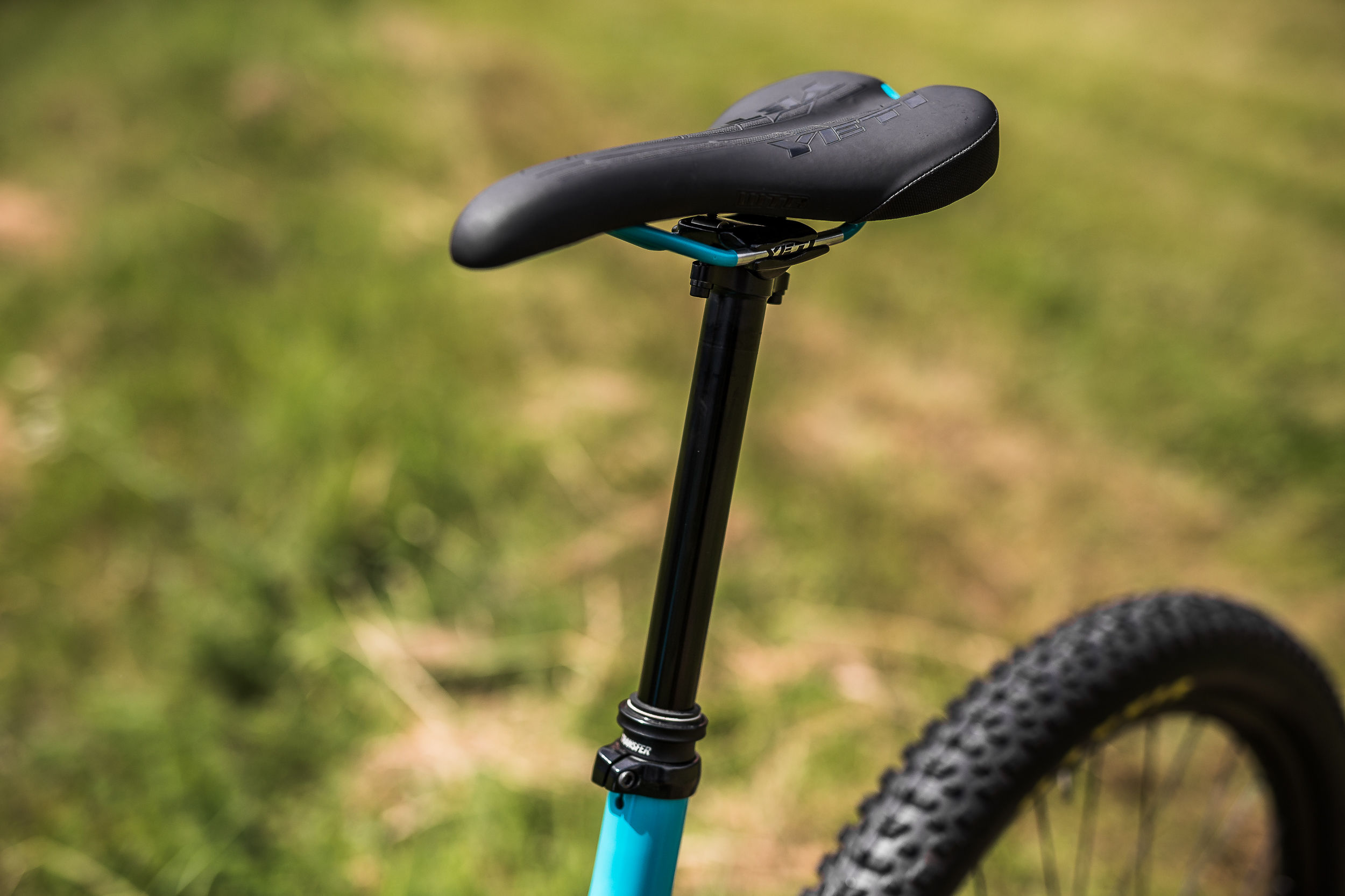 All size L and XL frames come with long travel 175mm dropper posts.