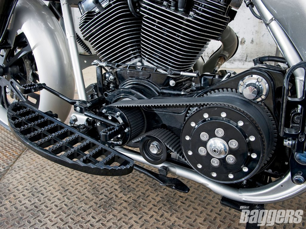 Just Curious- Belt Drive- WHY?-1102_hrbp_29_z-2001_harley_davidson_road_glide-engine_and_belt_drive.jpg