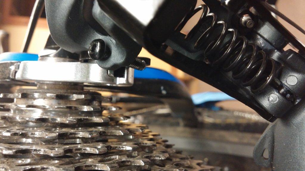 SRAM X7 2.1 rear derailleur b-adjust screw misaligned-1104150712.jpg