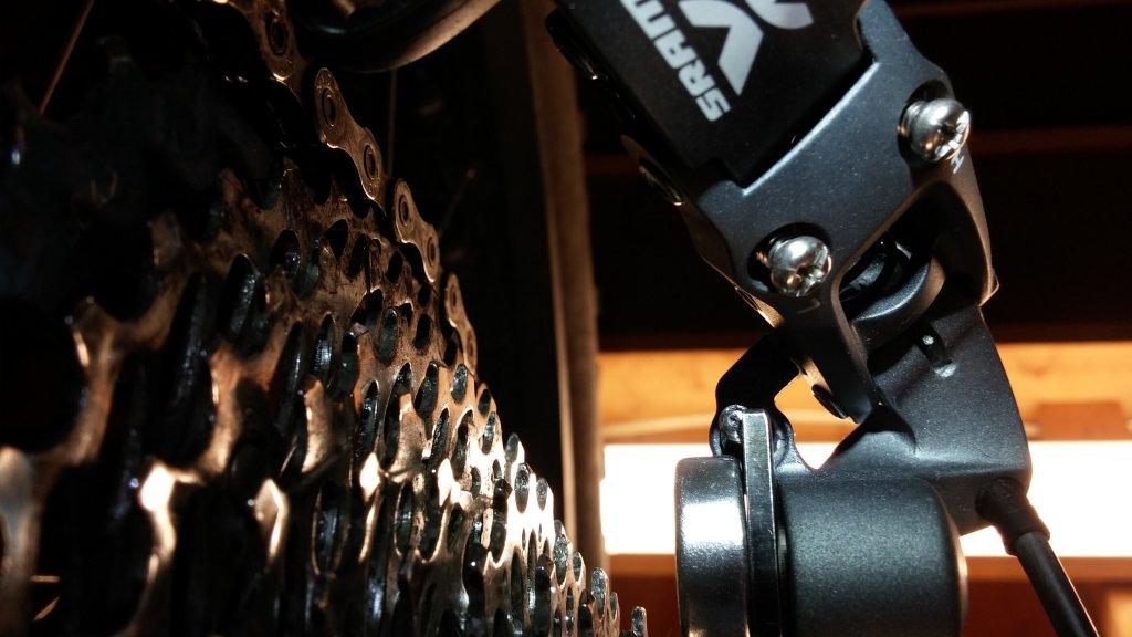 SRAM X7 2.1 rear derailleur b-adjust screw misaligned-1104150712a.jpg