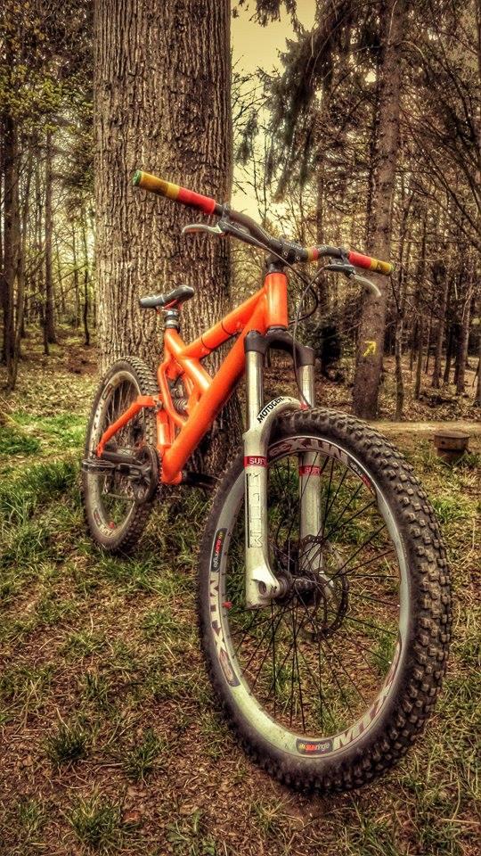 Old School DH bikes-11173502_856616894412299_1977420022_n.jpg