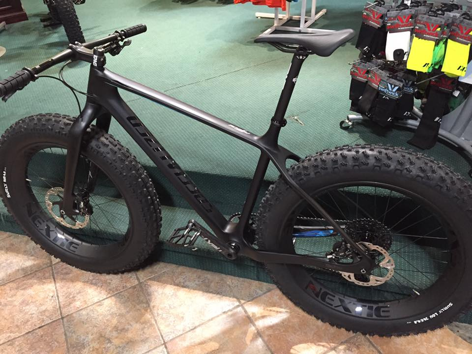 Just finished with the build! Specialized FatBoy Expert Carbon custom...-12390878_10153150868436415_4700404142618952492_n.jpg