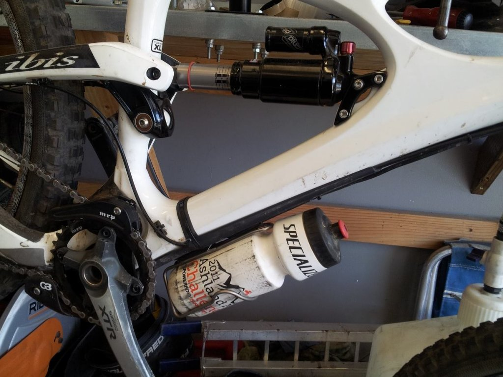 Stealth Reverb Routing WITH water bottle cage-1273255_10201907465305360_482690944_o.jpg