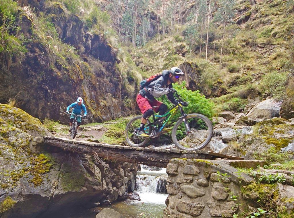 Biking in Peru-13lowerlaresdsc06327.jpg