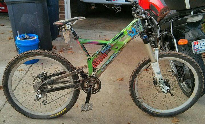 Old School DH bikes-1425567_10202770030874735_2105923702_n.jpg