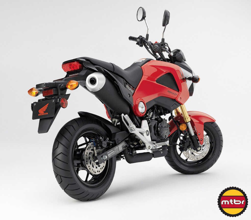 14_Grom_Rear34_Red_LR