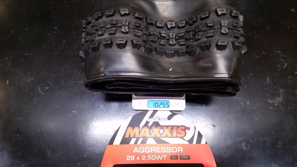 """Maxxis Aggressor 2.5"""" WT-1523053601395-1915355757.jpg"""
