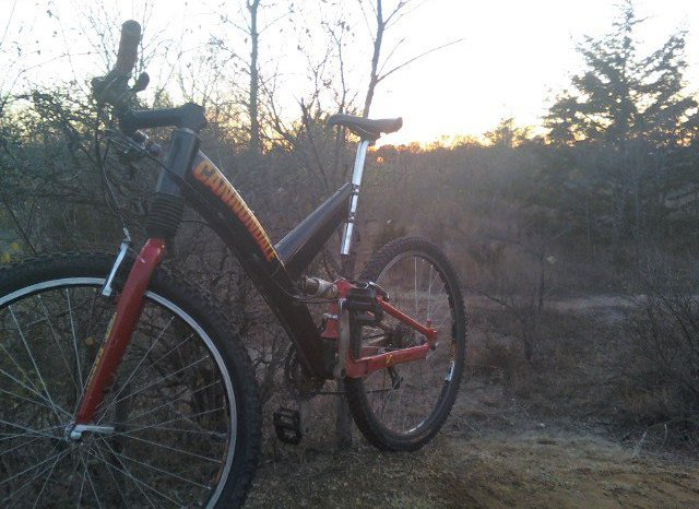 1999 Cannondale Super V Raven 3000--10 years later.-163599_10150116395703336_612633335_7544993_2815019_n.jpg