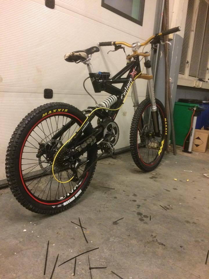 Old School DH bikes-18191322_10158693845320650_746138516_n.jpg