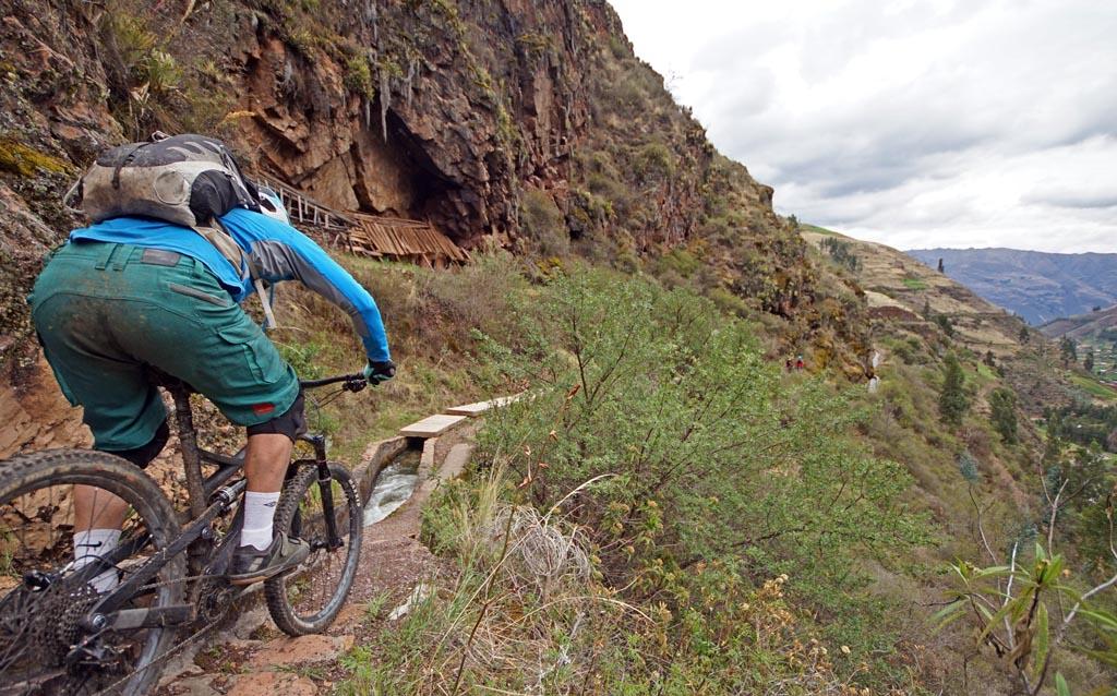 Biking in Peru-18lares-parcco-canalsdsc06346.jpg