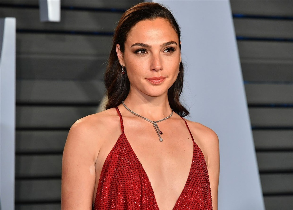 Picard: Real or Fake?  You Decide!!!!-190312-gal-gadot-mn-0940_6aabbec11f8cf59a4eee8eaa60356ede.fit-1240w.jpg