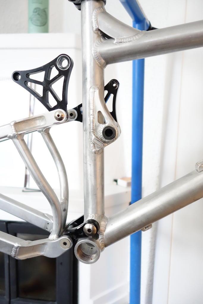 Old Banshee frame pivot not pivoting-2.jpg
