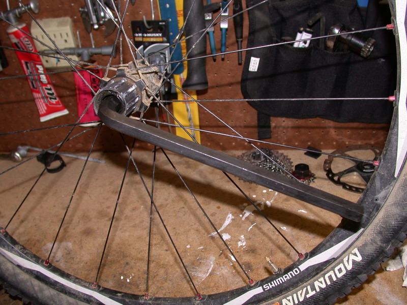 Problem with XT WH-M775 wheelset - lateral play in rear wheel-2009_04_19_xt_fhbodyremoval_14_resize.jpg