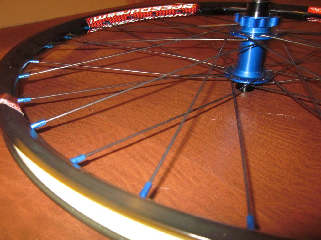 Stolen front wheel-2011_0812_birdseed_01_blog.jpg