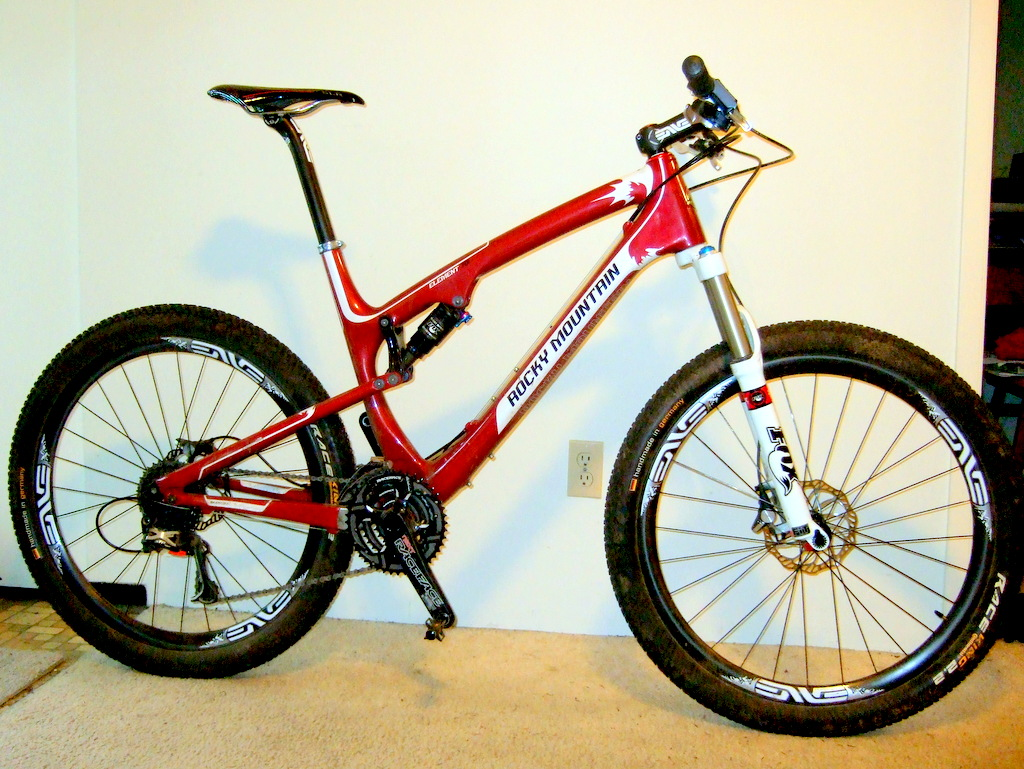HEY WW's. Could you post your FS bike and your groupset and components used.-2011_1012new0003-001.jpg