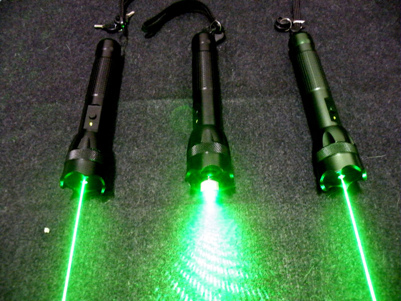 What Should I Do When I See People Using Phones?-2011new-200mw-green-laser-pointers.jpg