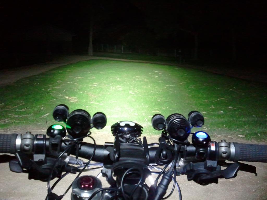 http://forums.mtbr.com/attachments/lights-night-riding/683666d1332504420-magicshine-mj-880-mj816e-2012-03-23-22.03.29.jpg