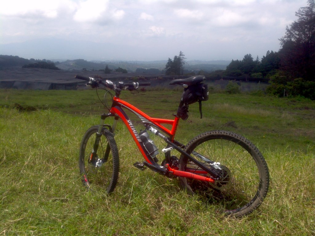 Show us a picture of your 26er MTB that you still use on the trails-2012-09-08_10-09-02_812.jpg