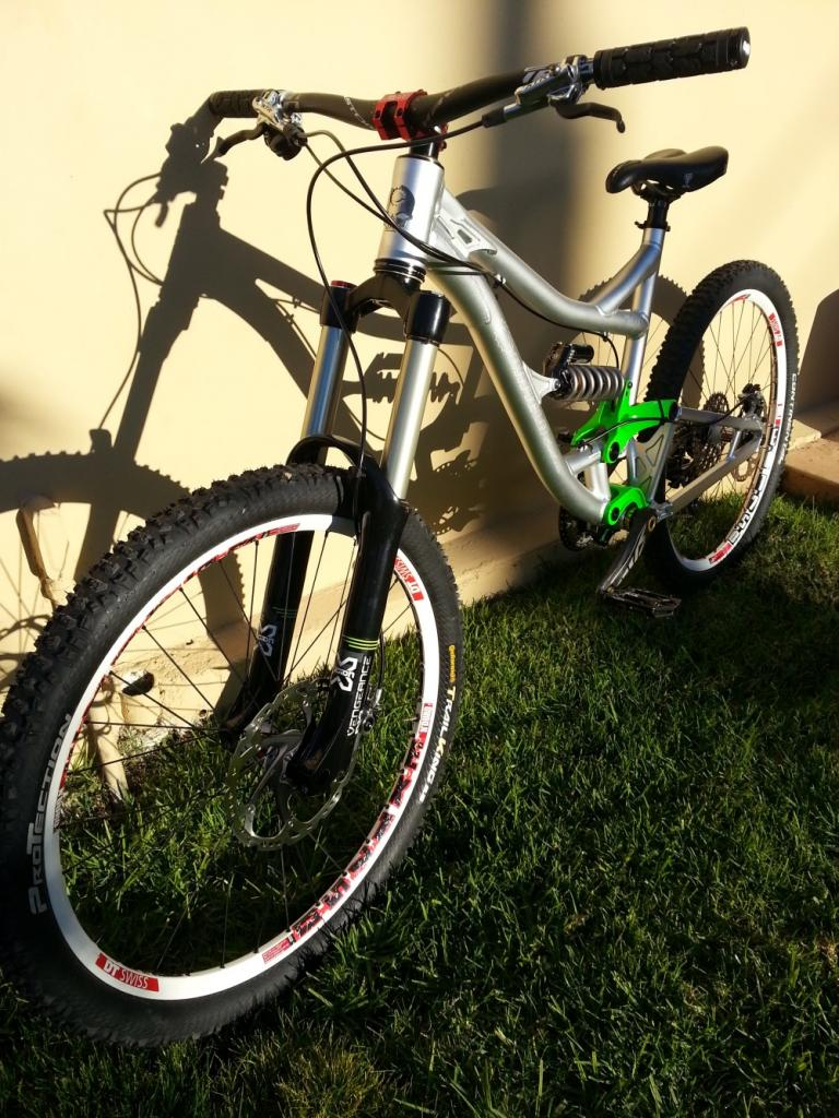 I may now own the ultimate all mountain bike (in my opinion)-2012-12-28-08.14.45mall.jpg