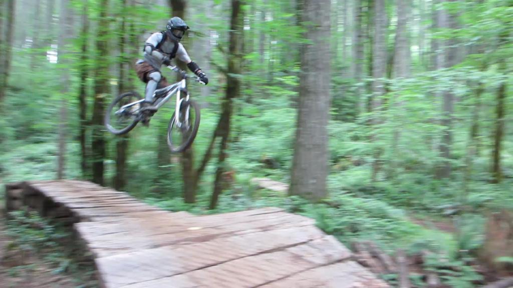 Transition Bikes in midair!-20120701_bt_hiro2.jpg