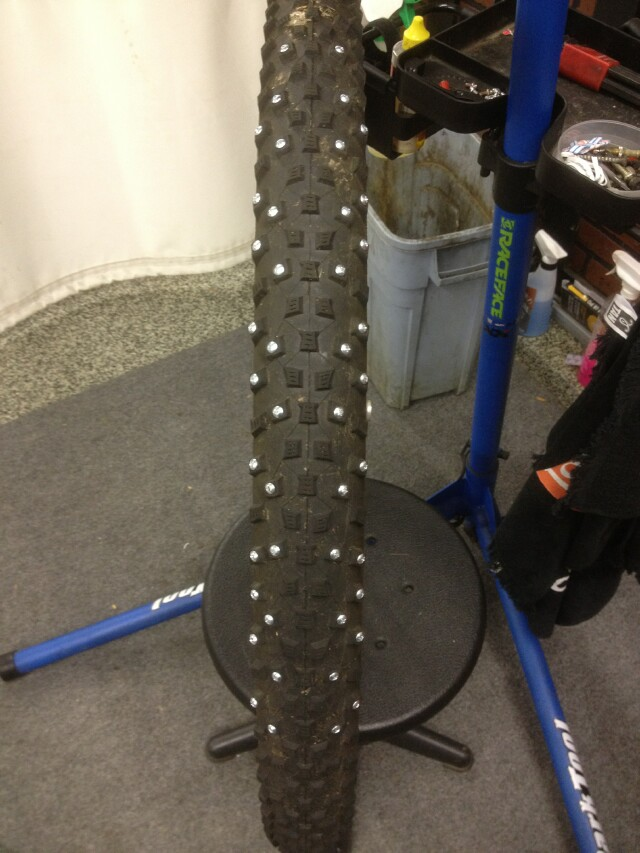 650B Studded Winter Tire-2013-11-14-mtb-650b-studded-tires-1-.jpg