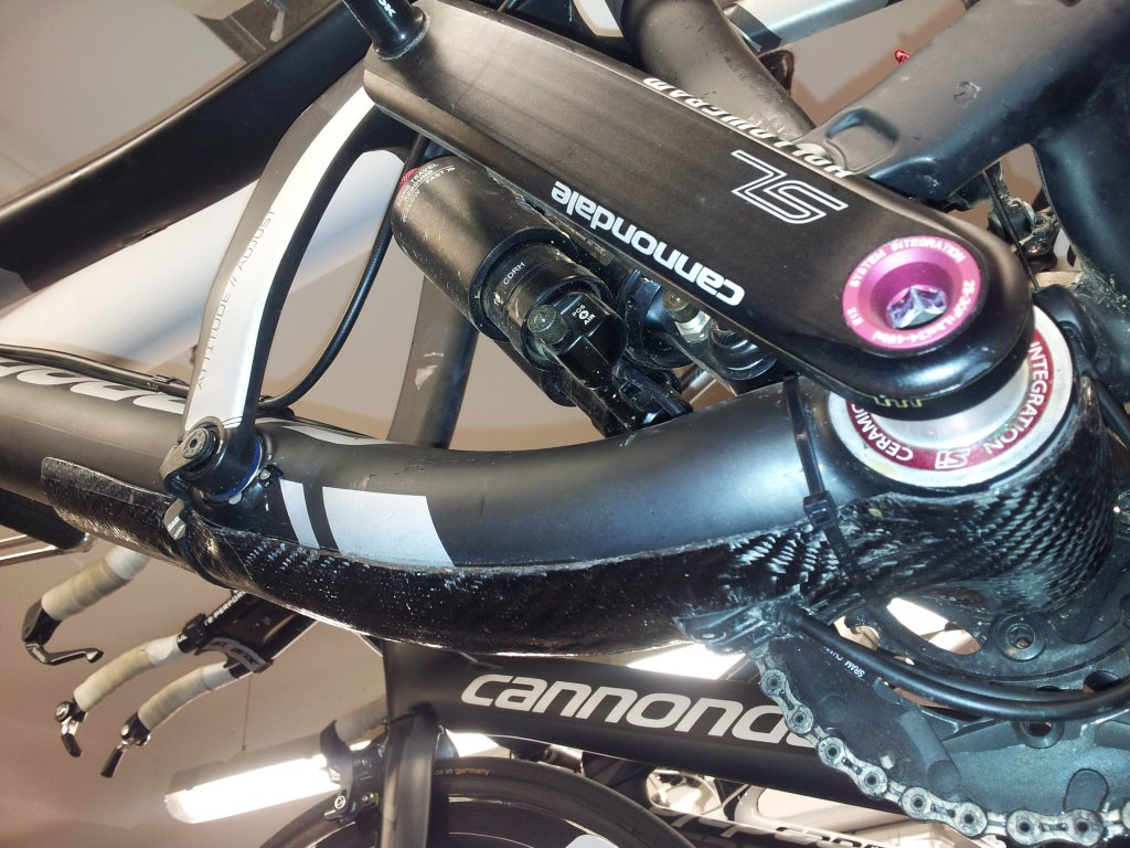 Scalpel carbon downtube protection?-20130221_174652.jpg