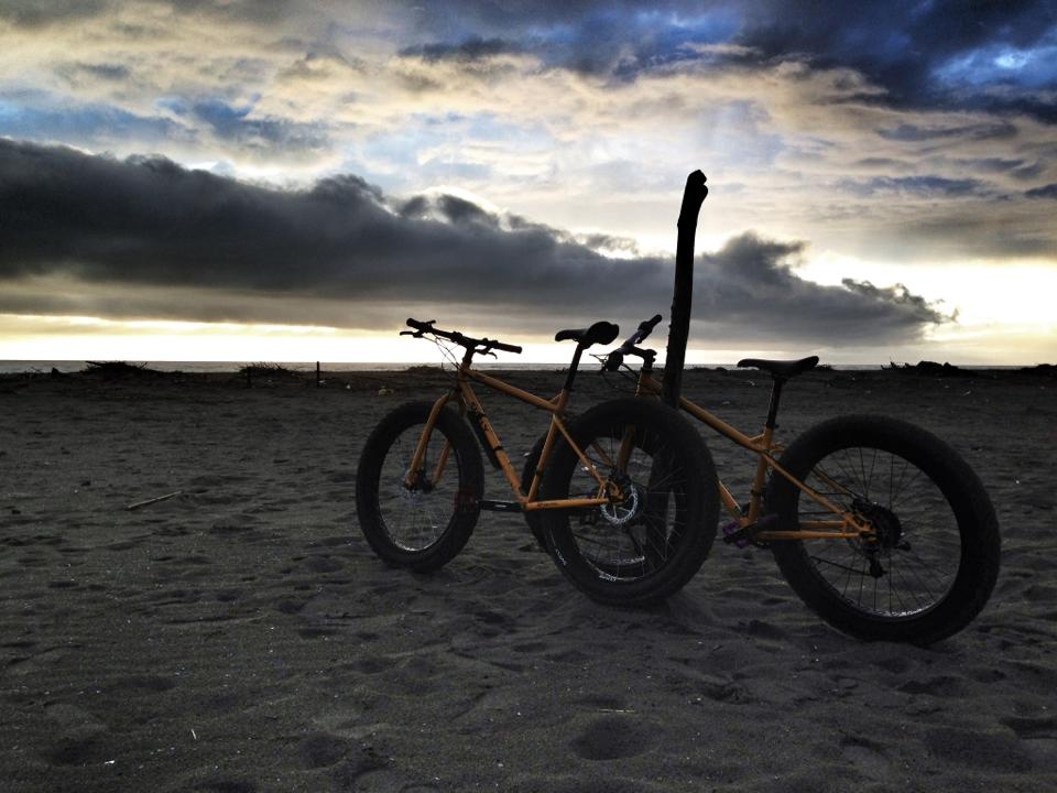 Beach/Sand riding picture thread.-20130330_pugs.jpg