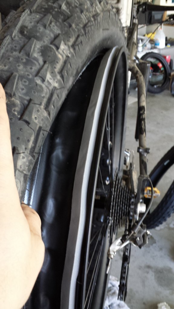 Yet another tubeless method - floor pump compatible-20131027_132515.jpg
