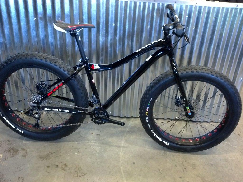 We just recevied our 2014 KHS 4 Season 3000 Fat Bikes......-2014-khs-4-seasons-3000-black-rock-bicycles-5-.jpg
