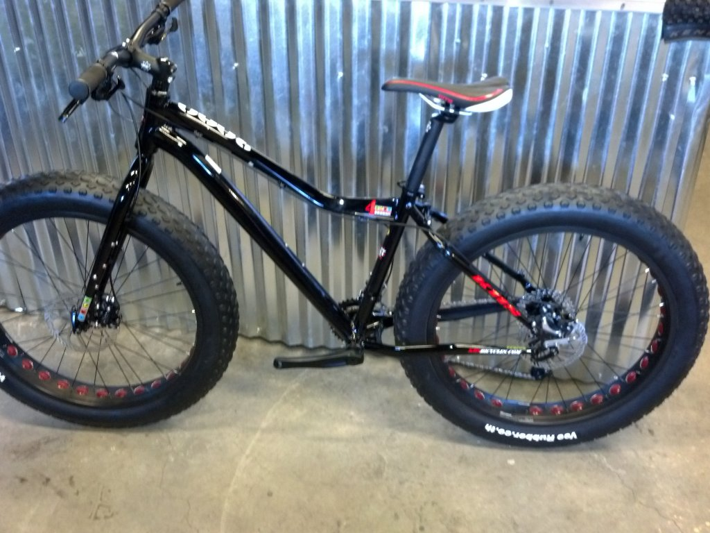 We just recevied our 2014 KHS 4 Season 3000 Fat Bikes......-2014-khs-4-seasons-3000-black-rock-bicycles-8-.jpg