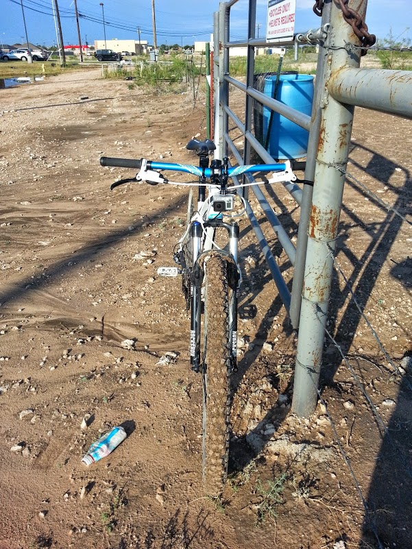 Anyone else have issues with running 2.2 tires and rubbing on the fork/frame?-20140812_090320.jpg