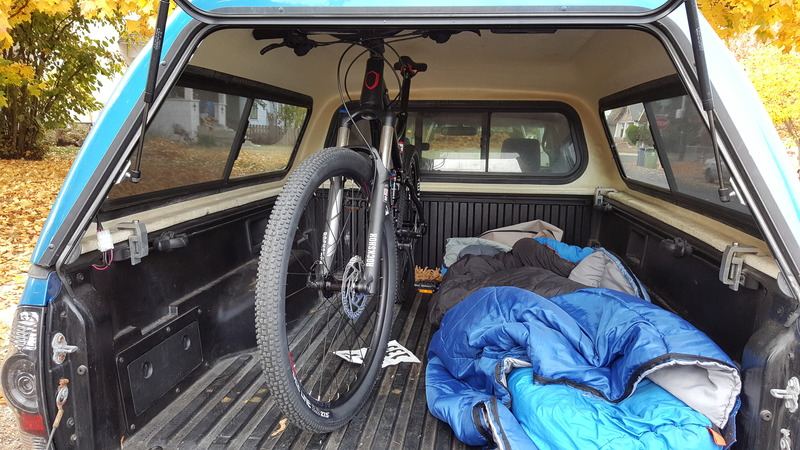 Bikes in truck bed with topper-20151009_112038_zpshkgja0gy.jpg