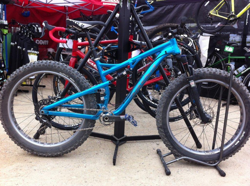 Salsa Cycles BUCKSAW FS Fat Bike-2015_blue-booth.jpg