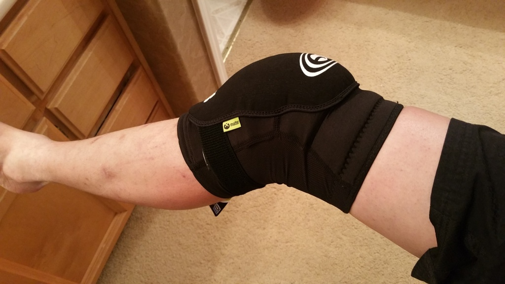 How to tell if knee elbow pads fit?-20160227_010659.jpg