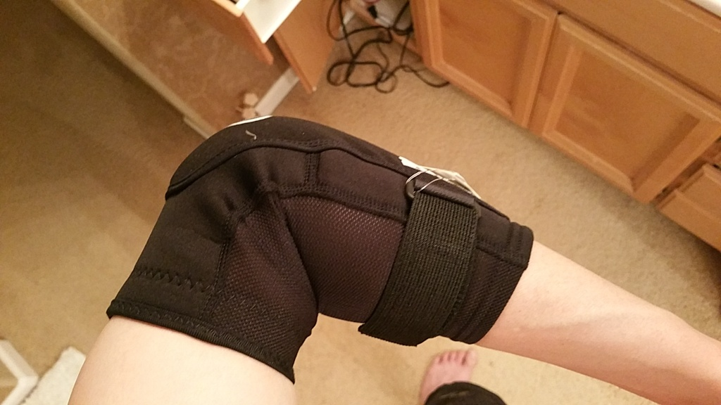 How to tell if knee elbow pads fit?-20160227_010817.jpg