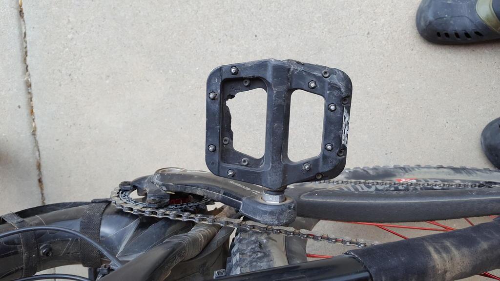 Race Face Chester Nylon Composite Pedals-20170723_162147.jpg