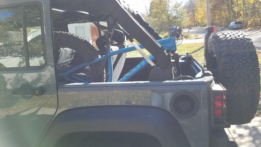 Fat bike in the back of SUV-20181018_135722.jpg