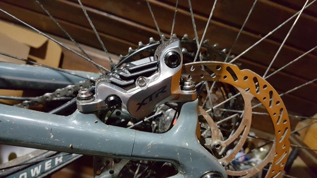 shimano BR-M8120 vs BR-M8020 shimanos new 4 piston brake set-20181206_210641.jpg