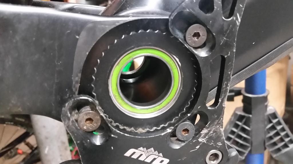 Bb30 bearing removal demo 8 carbon-20190310_104917.jpg